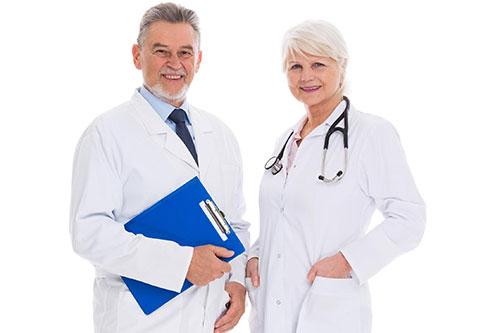 лікар та лікарка